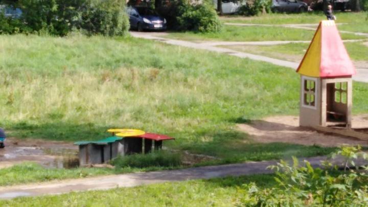 На детской площадке в Рыбинске ребёнка придавило горкой