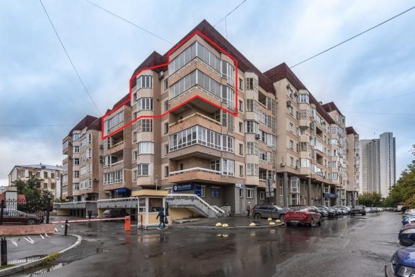 Квартира находится в этом доме, на улице Урицкого, 7