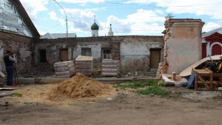 В центре Ярославля собственник незаконно разрушил часть исторической усадьбы