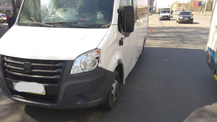 В Омске водитель маршрутки сбил 70-летнюю пенсионерку