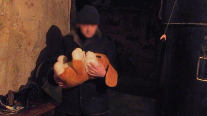 Появилось видео признания отца из Самарской области, который убил младенца утюгом