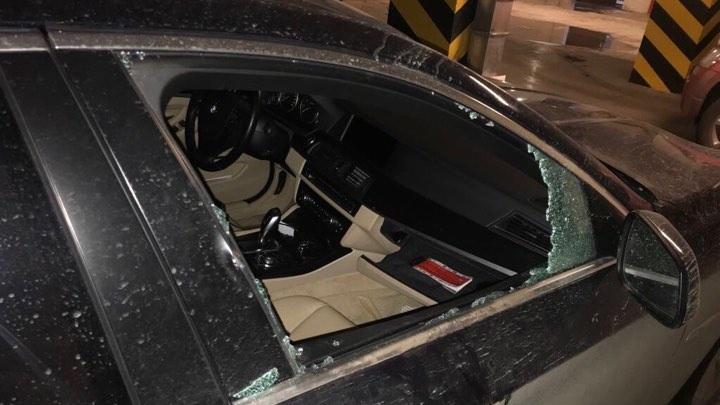 Появились фото и видео разгромленных машин на парковке в «Удачном» и «Новалэнде»