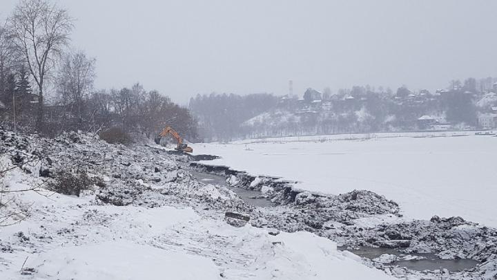 «Работы займут два года»: в Перми начали чистить Мотовилихинский пруд и две реки