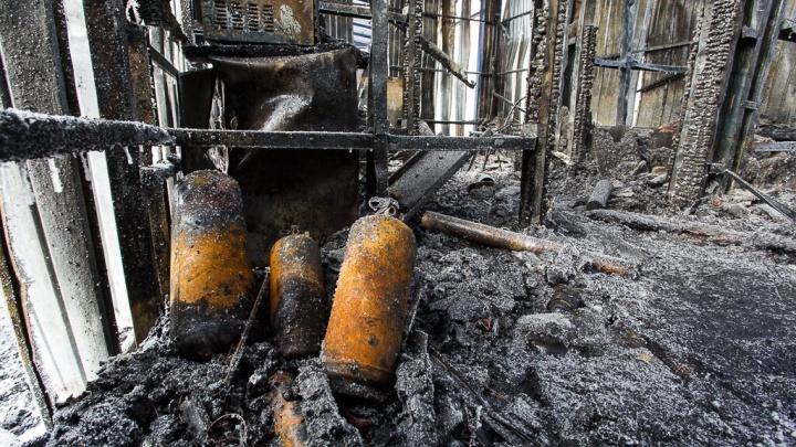 Успела спасти только двоих детей: на пожаре в Волгоградской области погибли двое мужчин и ребенок