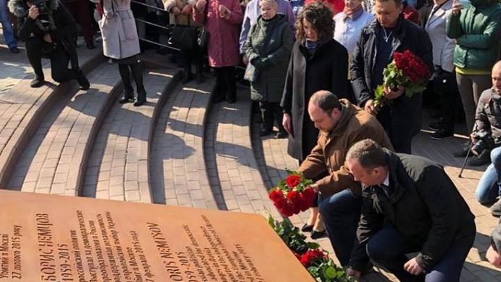 В соседях — российское посольство: в Киеве открыли сквер имени Бориса Немцова
