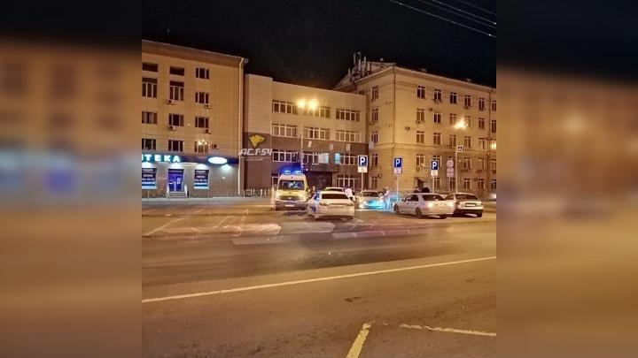 Водитель сбил женщину на Красном проспекте