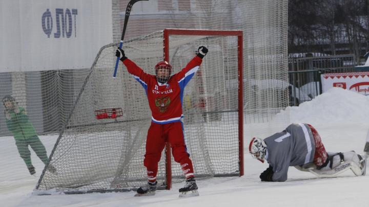 На первенстве мира по бенди в Архангельске молодежная сборная России одолела шведов
