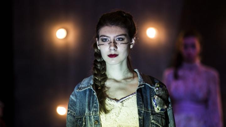 Глянцевые девушки: сибирские модельеры показали свои самые красивые платья