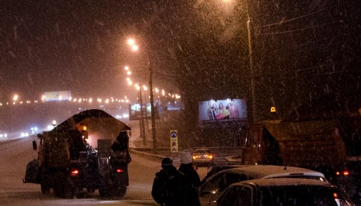 «От него меньше грязи»: улицы в Красноярске снова решено посыпать «Бионордом»