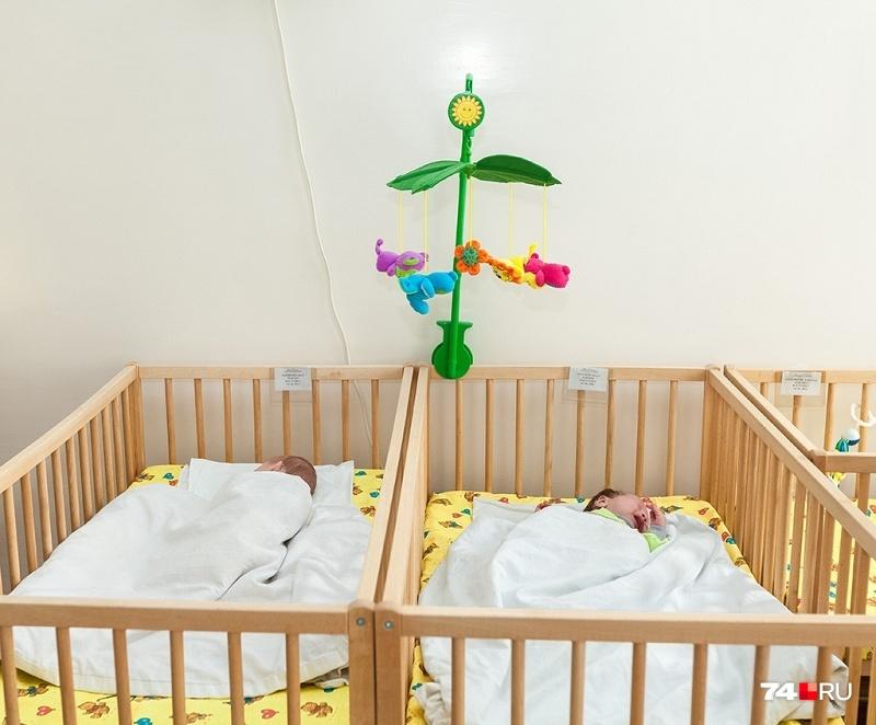 В январе дети не спешили появляться на свет. Смертность в полтора раза превысила рождаемость, а значит, Южный Урал не досчитался условных полшколы