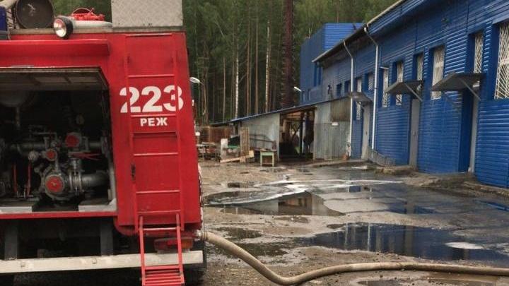 В Реже сгорел производственный цех по утилизации химических отходов