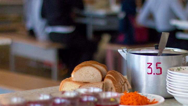 Опасные столовки: самарских детей кормили с нарушением гигиенических норм