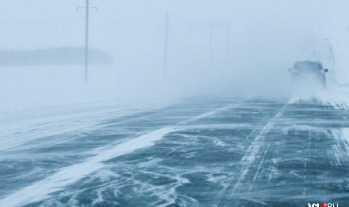 Туман и гололед осложнят обстановку на трассах в пяти регионах: волгоградцев попросили быть осторожными