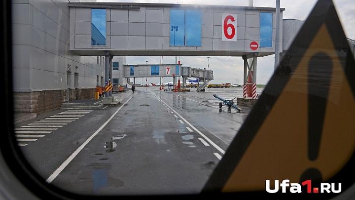 В Уфе из самолёта вывели дебошира, летевшего в Турцию