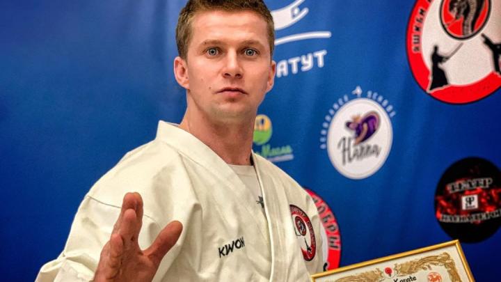 Шел к этому 10 лет: ярославский актёр Роман Курцын получил черный пояс по каратэ
