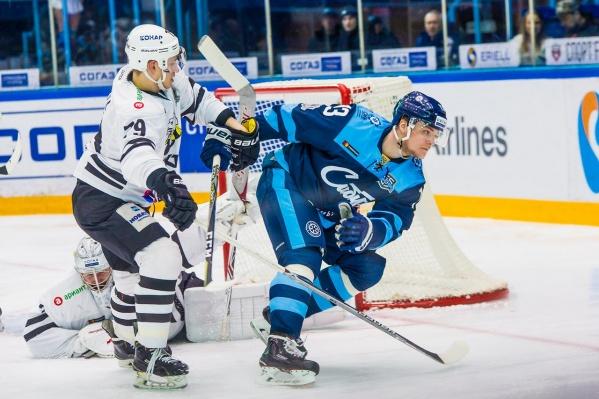 Матч проходил на льду ЛДС «Сибирь»