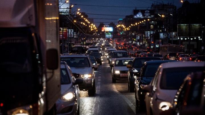 В Новосибирске наступил день жестянщика: пробки выросли в два раза