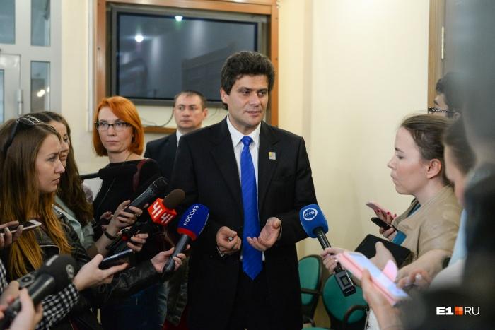 Александр Высокинский стал главой в сентябре, а уже в декабре ему попытались серьезно поднять зарплату