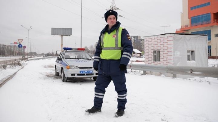 ГИБДД попросила екатеринбуржцев жаловаться на опасные горки, с которых дети скатываются на дорогу