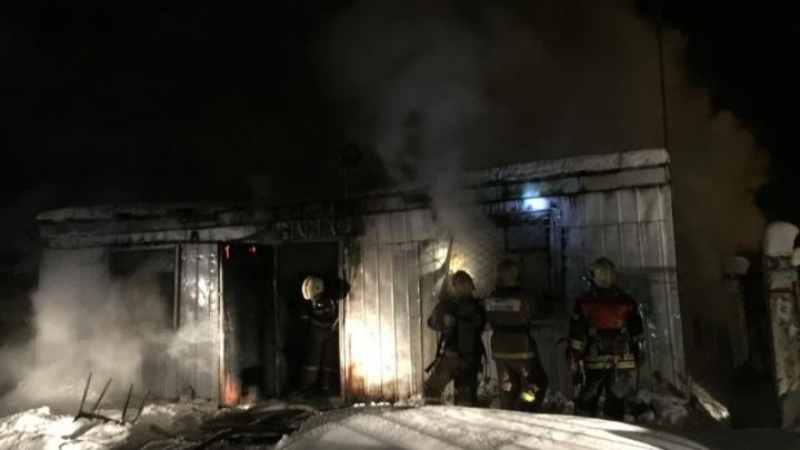 Вечером на территории фермерского хозяйства в Соломбале загорелась бытовка