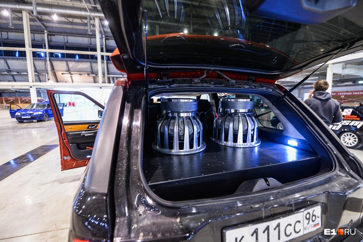 В «Екатеринбург-ЭКСПО» на фестиваль автозвука съехались крутые шоукары с мощными колонками