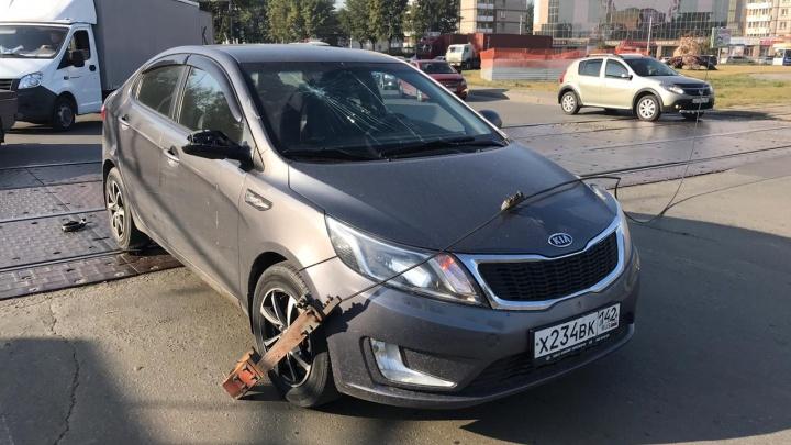 На площади Труда оборванный провод разбил лобовое стекло проезжавшей «Киа»