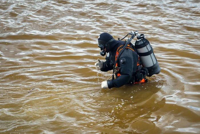 Спасатели обнаружили труп в реке вечером 19 августа
