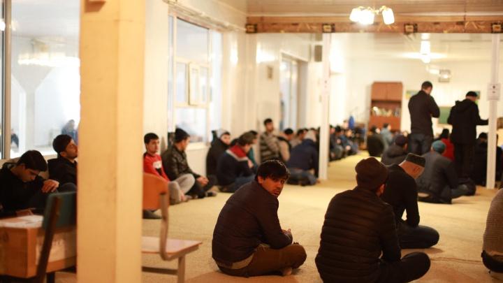 Новую мечеть построят на деньги УГМК: репортаж с последнего намаза в «Нур-Усмане»
