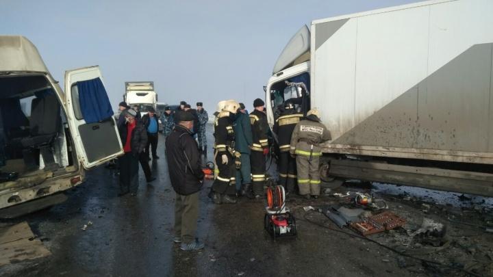 Смертельное ДТП: на трассе автобус Ульяновск — Самара врезался в грузовик