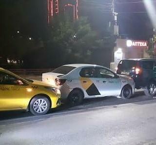В центре Волгограда столкнулись четыре автомобиля