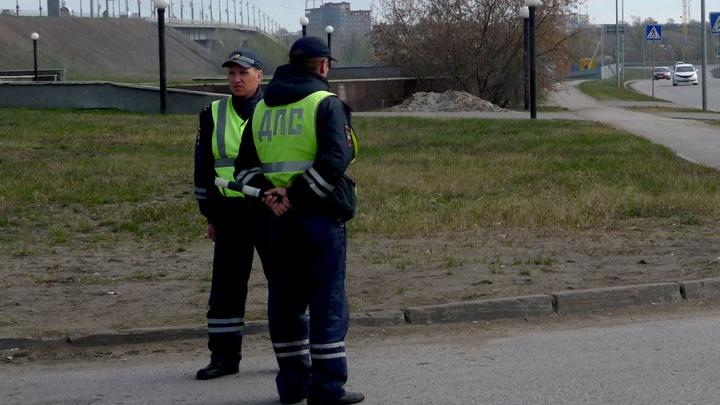 Омские полицейские нашли водителя, который сбил подростка на остановке и уехал