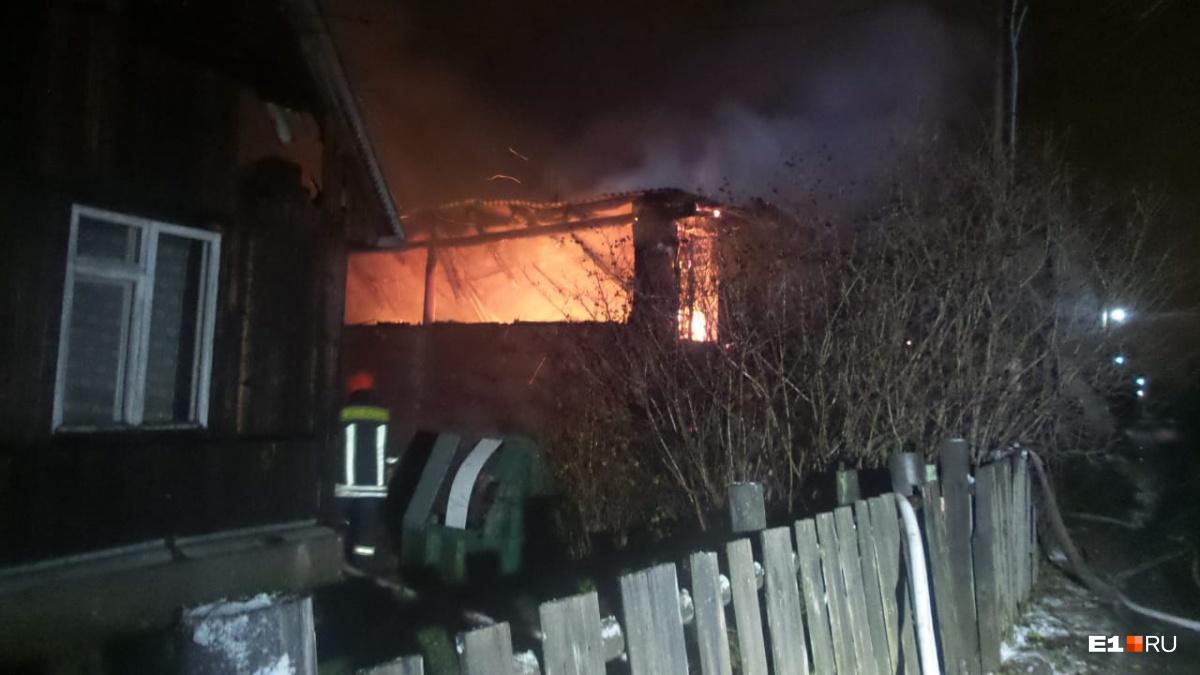 Пожарные старались предотвратить распространение огня