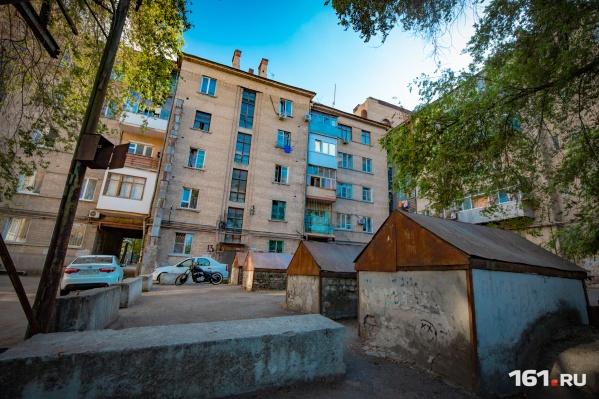Первый блок дома состоит из двух частей: пятиэтажной и шестиэтажной