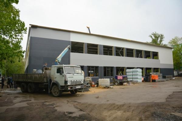 Ремонт в школе №60 должны были закончить в конце августа