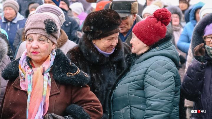 Самарских пенсионеров переведут на банковские карты «Мир»