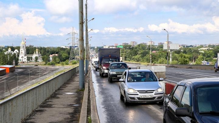 Долой пробки: на Мызинском мосту изменили режим работы светофора