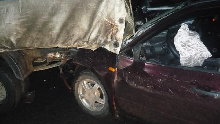 Тройное ДТП на улице Нефтяников: двоих пассажиров увезли в больницу