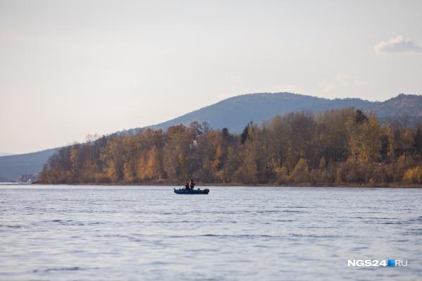 Мужчина угнал лодку, чтобы порыбачить