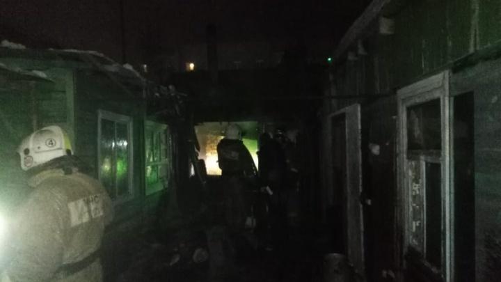 На 3-й Самарской загорелись два дома