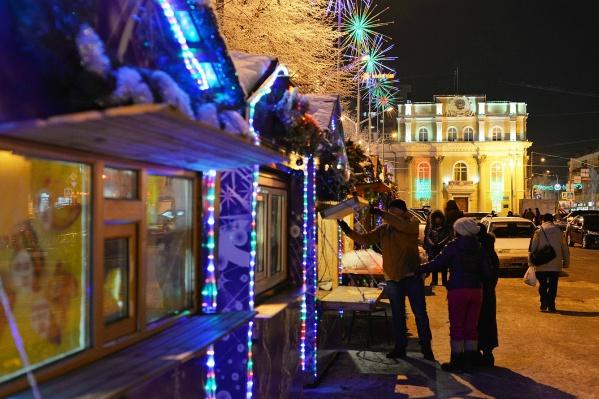 Торговые ряды разместились на площади Ленина, напротив Драмтеатра