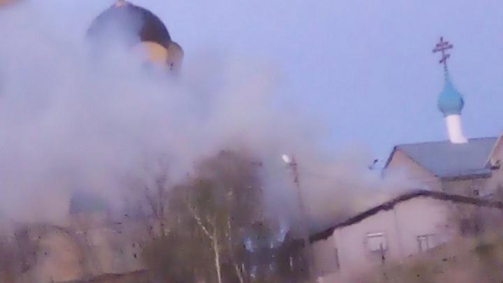 Храм Иоанна Кронштадтского в пламени и черном дыму сняли на видео в Волгограде