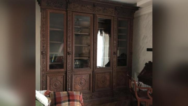 На сайте объявлений в Ярославле выставили на продажу двухвековой шкаф за полмиллиона рублей
