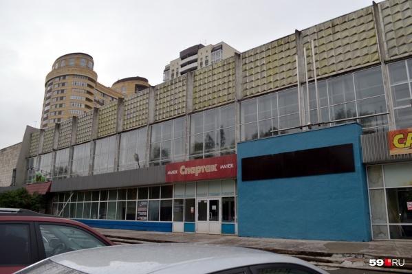 Манеж находится в Дзержинском районе Перми
