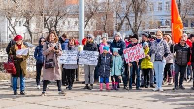 «Непонятно, зачем протестуют»: Павел Миков раскритиковал участников митинга против объединения школ