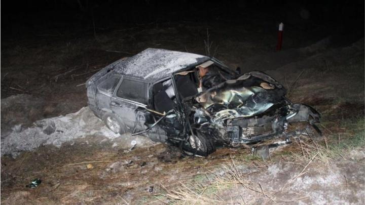 В Кургане ночью столкнулись два попутных автомобиля, есть погибшие