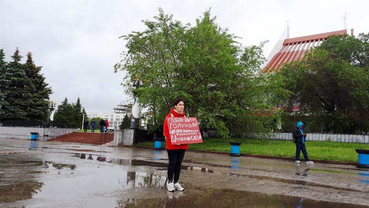В Омске проходит пикет в защиту задержанного журналиста Ивана Голунова