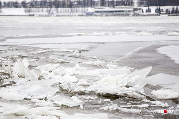 Лед на реках еще очень хрупок!