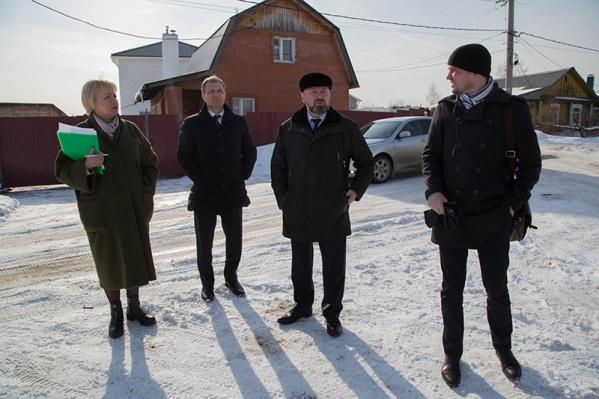 Депутаты выехали в отдаленные районы города