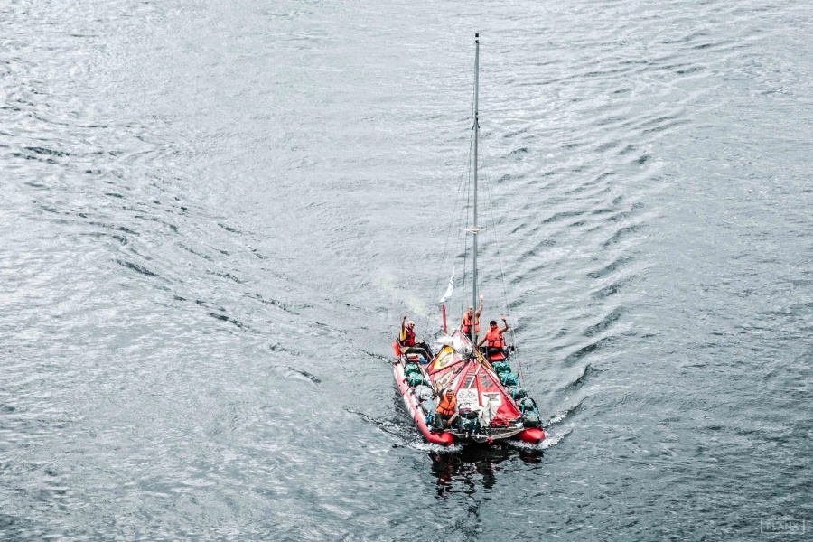 Четверо туристов поплыли накатамаране изСибири вАрхангельск