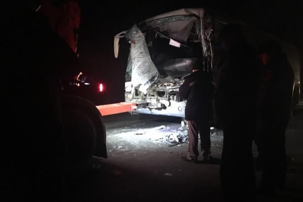 Водитель автобуса погиб на месте